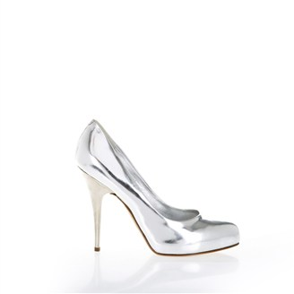 silver-metallic-pumps