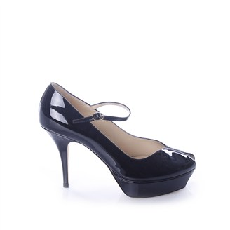 black-patent-leather-shoes